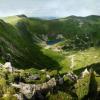 Поход по Черногорскому хребту: вид на ледниковий кар между вершинами Гутин-Томнатик(2018м) и Бребенескул(2035м)